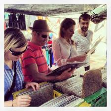 carla david gemma and raymond record ping in a sunday flea market in valencia