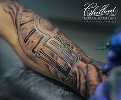 тату в стиле чикано на руке Chillout Tattoo Workshop