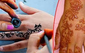 Tetování Hennou Fotogalerie Hrůzných Následků Ahaonlinecz