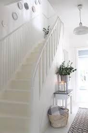 Systemtreppen sind vor allem bei bauprojekten mit eher kleinem budget eine passende wahl. Heller Flur Mit Treppe Im Haus Treppe Flur Dekor Flur Gestalten