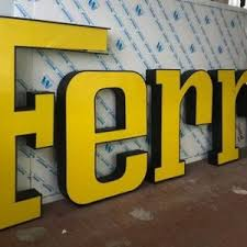 This sign is ideal for decorating your home, office, bar, night club or even personal collectibles. Collector Studio Fine Automotive Memorabilia 2000s Ferrari Dealer Sign Illuminated Large Size