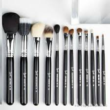 the best of sigma brush set features 7 of sigma s exclusive and cur best makeup brushes to help you stay on top of your makeup game
