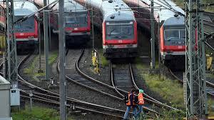 Es entstand 1994 aus einem zusammenschluss der deutschen bundesbahn und der deutschen reichsbahn. Deutsche Bahn Lokfuhrer Streik Ab 14 Uhr Zeit Online