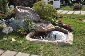 Cascata moderna da giardino: rivenditori fontane da giardino