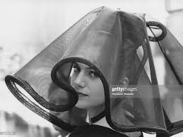 French-Italian actress Catherine Spaak wearing a widow's veil during...  Foto di attualità - Getty Images