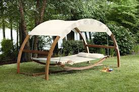 19 Relaxing Suspended Outdoor Beds That Will Transform Your Summer  homesthetics decor (13)