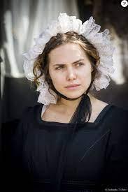 Leopoldina (Letícia Colin) deixa a igreja quando Pedro (Caio Castro) chega  acompanhado de Domitila (Agatha Moreira), na novela 'Novo Mundo' -  Purepeople