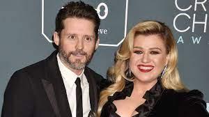 Kelly Clarkson moet twee ton ...