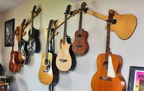 excellent guitar wall mount