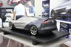 Фоторепортаж студенты МАМИ представили автомобили будущего Во время обучения Анна стажировалась в дизайн студии концерна renault где разработала свою дипломную работу Ее дизайн проект renault бизнес класса