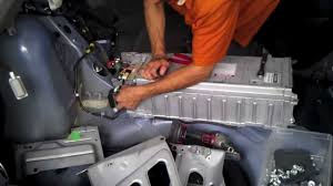 Prius Gen2 (2004 05 06 07 08 09) Hybrid Battery removal - YouTube