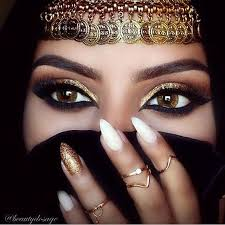 arabic makeup usually prises a mixture of dark and shimmery shades like black golden silver maroon etc arabian women are famous for their beautiful
