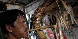 Ada yang terbuat dari bahan kayu ada juga yang terbuat dari bahan bambu. Harmoni Musik Bambu Dewipuspasari S Weblog