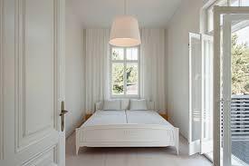Möbel in der farbe weiß haben zunächst einmal den entscheidenden vorteil, dass sie sich als recht resistent gegenüber staub erweisen und nicht jedes kleine körnchen darauf zu sehen ist. Wie Kann Ich Mein Zuhause In Weiss Einrichten Homify