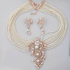 a pearl necklace design for brides