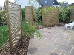 Venetian fencing used as a garden screen #venetian #home #design #garden #