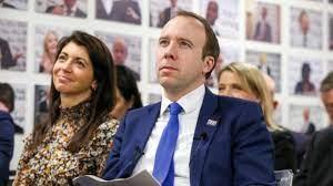 ظهرت بصور فاضحة مع وزير بريطاني.. من هي جينا؟