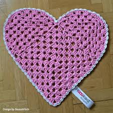 heart shaped rug pattern in hoooked zpagetti