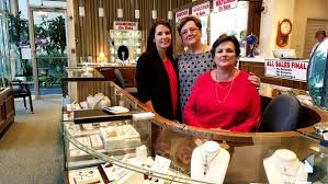 from left sy scott pat hamilton and gloria skipper have decided to close friedman s
