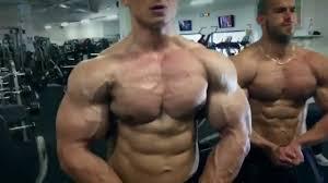 bodybuilder tomas tabaciar fle in the gym