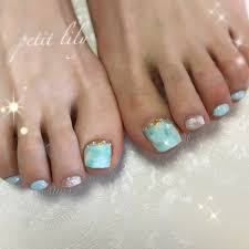 海に合うマーブル模様のフットネイル Petit Lily