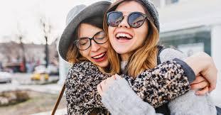 Resultado de imagem para Tem gente que te abraça e te reinicia