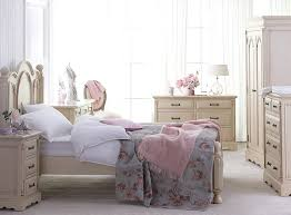 Shabby Chic Table Lamps For Bedroom Shabby Chic Master Bedroom White Wooden Drawers Creamy Bedroom