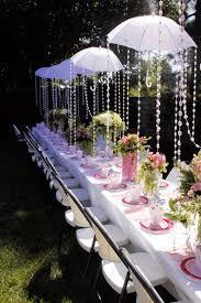 Decora tu fiesta lluvia con paraguas y tiras de cuentas, queda precioso! /  Decorate