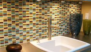 from the stylish modernism of cosmopolitan mélange to the cool classicism of nero mélange glass tile surfaces can help you build rooms that are both bold