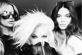 the kardashians makeup artist joyce bonelli reveals her secret weapons and they re irish joyce bonelli with khloe kardashian left and kendall jenner
