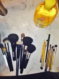 how to clean makeup brushes in 8 easy steps