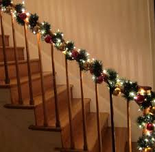 Model Staircase Christmas Decorations Garland Ideas