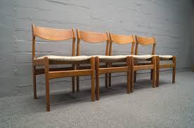 Dänische Mid-Century Teak Esszimmerstühle, 4er Set bei Pamono kaufen