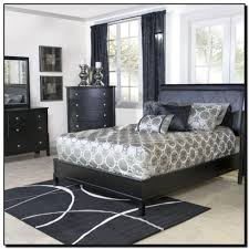 La Rana Furniture Bedroom Half Circle Dining Table