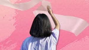 เคารพธงชาติเช้านี้ มัธยมยังชูสามนิ้ว-ติดโบขาว อ้างแสดงออกเชิงสัญลักษณ์