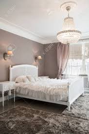 Foto Von Stilvollen Vintage Schlafzimmer Mit Großem Bett Lizenzfreie