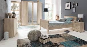 Schlafzimmer Komplett Einrichten Und Gestalten Bei Bettende