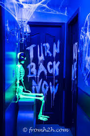 Strobe Light Halloween Ideas 10 Awesome Glow In The Dark Party Ideas For Halloween