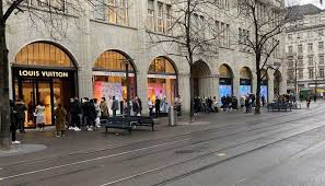 Options for reaching zurich american life insurance company customer service. As Non Essential Businesses Close In Switzerland Lines Form Outside Of Louis Vuitton In Gstaad