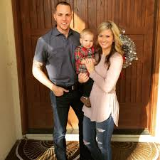 """Hillary Pearson on Twitter: """"Pearson party of 3!! @ChrisHPearson  #thepearsons #MerryChristmas #christmas2015 https://t.co/PF4jBfOrbw"""""""