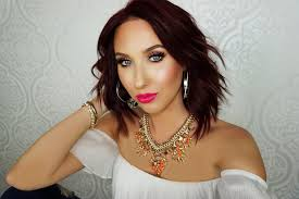 queen of the highlight jaclyn hill has made her way to the top of the makeup world with her fun and approachable videos if any of you love a good