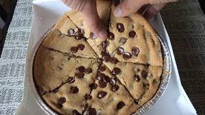 pizza hut chocolate chip cookie. Plain Chip Pizza Hutu0027s THE ULTIMATE HERSHEYu0027S CHOCOLATE CHIP COOKIE Review  YouTube To Hut Chocolate Chip Cookie