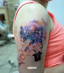 фото татуировки шляпа фокусникка в стиле акварель татуировки на