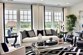 The black and white combination is often associated with classical and  glamorous decors