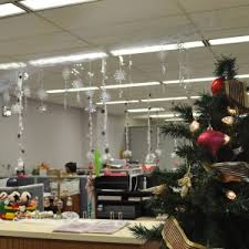 christmas decorations office kims. Architecture: Office Desks For Small Spaces In Nice Christmas Decorating Ideas To Create Holiday Feels Equipped By Accent Wall Colors Decorations Kims