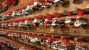 In via del Corso il Natale arriva ad agosto: sorpresa tra i turisti della ...