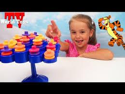 <b>Игра баланс</b>. Арина играет с мамой в новую <b>настольную игру</b> ...