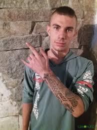 брутальный татуировщик из кыргызского села делает наколки не только
