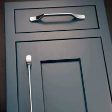 kitchen and cabinet pull door handles