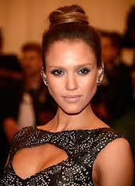 Jessica Alba Updo Hairstyles Im Copying Jessica Albas Met Gala Hair This Weekend For A